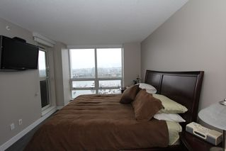Photo 15: 1105 1201 Marinaside Cres in Peninsula: Home for sale