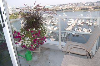 Photo 3: 1105 1201 Marinaside Cres in Peninsula: Home for sale