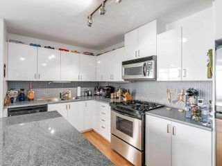 """Photo 9: 808 155 W 1ST Street in North Vancouver: Lower Lonsdale Condo for sale in """"TIME"""" : MLS®# R2094578"""