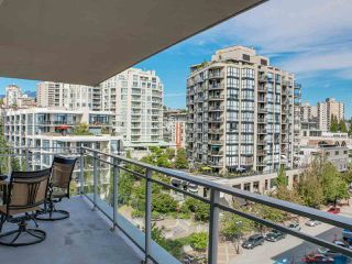 """Photo 15: 808 155 W 1ST Street in North Vancouver: Lower Lonsdale Condo for sale in """"TIME"""" : MLS®# R2094578"""
