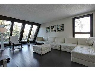 Photo 2: 19 828 COACH BLUFF Crescent SW in Calgary: 2 and Half Storey for sale : MLS®# C3563691