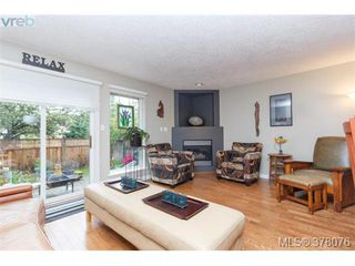 Photo 4: 9 2828 Shelbourne Street in VICTORIA: Vi Oaklands Townhouse for sale (Victoria)  : MLS®# 378076