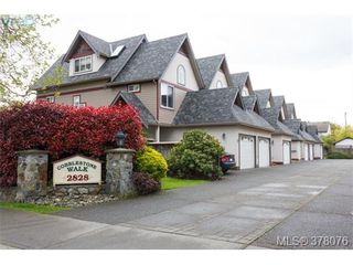 Photo 1: 9 2828 Shelbourne Street in VICTORIA: Vi Oaklands Townhouse for sale (Victoria)  : MLS®# 378076