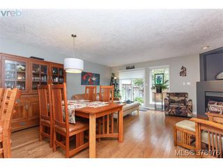 Photo 2: 9 2828 Shelbourne Street in VICTORIA: Vi Oaklands Townhouse for sale (Victoria)  : MLS®# 378076