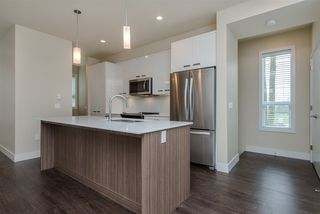 "Photo 2: 17 1968 N PARALLEL Road in Abbotsford: Abbotsford East Townhouse for sale in ""Parallel North"" : MLS®# R2173432"
