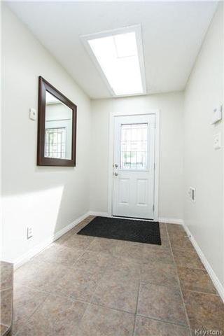 Photo 3: 37 Willowmeade Crescent in Winnipeg: Meadowood Residential for sale (2E)  : MLS®# 1715361