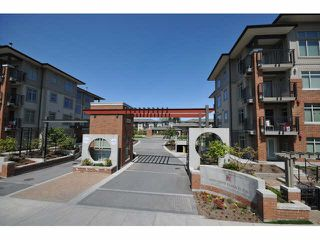 "Photo 3: 107 9199 TOMICKI Avenue in Richmond: West Cambie Condo for sale in ""MERIDIAN GATE"" : MLS®# R2185974"