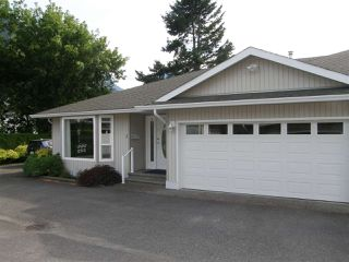 Photo 1: 3 530 COQUIHALLA Street in Hope: Hope Center Townhouse for sale : MLS®# R2186840