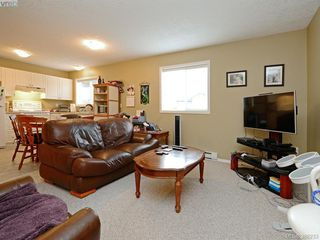 Photo 18: 4001 Santa Rosa Pl in VICTORIA: SW Strawberry Vale House for sale (Saanich West)  : MLS®# 780186