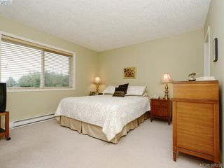 Photo 9: 4001 Santa Rosa Pl in VICTORIA: SW Strawberry Vale House for sale (Saanich West)  : MLS®# 780186