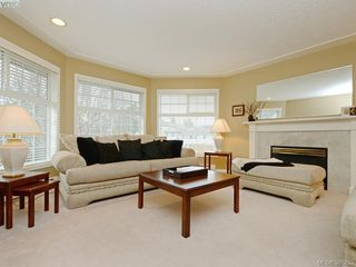 Photo 2: 4001 Santa Rosa Pl in VICTORIA: SW Strawberry Vale House for sale (Saanich West)  : MLS®# 780186