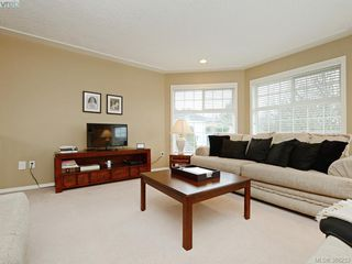 Photo 3: 4001 Santa Rosa Pl in VICTORIA: SW Strawberry Vale House for sale (Saanich West)  : MLS®# 780186