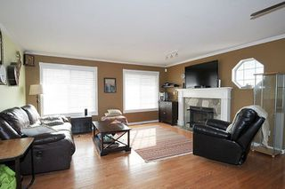 Photo 4: 18827 CHARNLEY Court in Pitt Meadows: Central Meadows House for sale : MLS®# R2253982