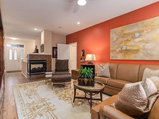 Photo 5: 27 SHANNON ESTATES Terrace SW in Calgary: Shawnessy Semi Detached for sale : MLS®# C4205904