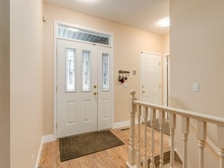 Photo 2: 27 SHANNON ESTATES Terrace SW in Calgary: Shawnessy Semi Detached for sale : MLS®# C4205904