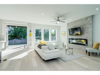Photo 2: 15690 GOGGS Avenue: White Rock House for sale (South Surrey White Rock)  : MLS®# R2308953
