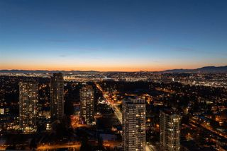 "Photo 20: 4309 13495 CENTRAL Avenue in Surrey: Whalley Condo for sale in ""3 Civic Plaza"" (North Surrey)  : MLS®# R2342744"