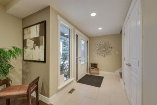 Photo 2: 9340 91 Street in Edmonton: Zone 18 House for sale : MLS®# E4149027