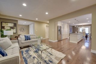 Photo 4: 9340 91 Street in Edmonton: Zone 18 House for sale : MLS®# E4149027