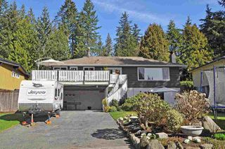 Main Photo: 3182 STRATHAVEN Lane in North Vancouver: Windsor Park NV House for sale : MLS®# R2354266