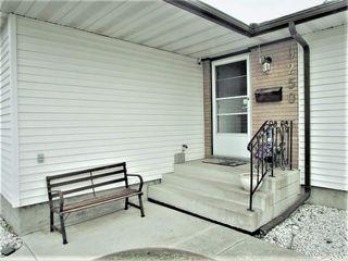 Photo 3: 9250 74 Street in Edmonton: Zone 18 House for sale : MLS®# E4159395