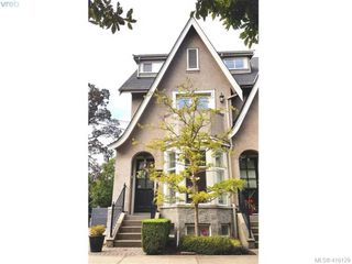 Main Photo: 1 1030 Carberry Gardens in VICTORIA: Vi Rockland Row/Townhouse for sale (Victoria)  : MLS®# 416129