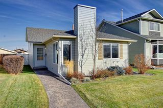 Photo 1: 63 WOODBOROUGH Crescent SW in Calgary: Woodbine Detached for sale : MLS®# C4275508