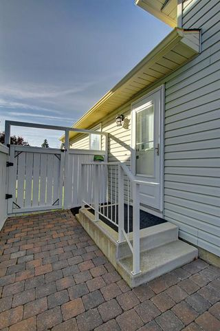 Photo 17: 63 WOODBOROUGH Crescent SW in Calgary: Woodbine Detached for sale : MLS®# C4275508
