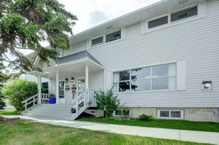 Main Photo: 615 Merrill Drive NE in Calgary: Winston Heights/Mountview Row/Townhouse for sale : MLS®# C4301720