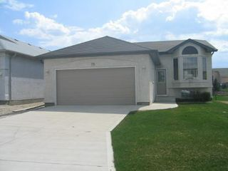 Photo 1: 75 Courland Bay: Residential for sale (Amber Trails)  : MLS®# 2808120