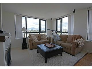 "Photo 3: 1507 1 RENAISSANCE Square in New Westminster: Quay Condo for sale in ""THE Q"" : MLS®# V1033979"