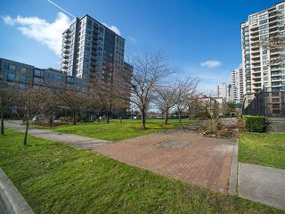 """Photo 14: 512 3588 VANNESS Avenue in Vancouver: Collingwood VE Condo for sale in """"Emerald Park Place"""" (Vancouver East)  : MLS®# V1052889"""