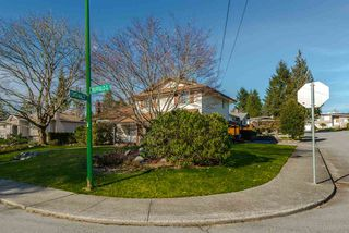 Photo 2: 7129 BUFFALO Street in Burnaby: Government Road House for sale (Burnaby North)  : MLS®# R2032643