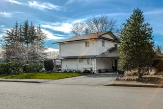 Photo 3: 7129 BUFFALO Street in Burnaby: Government Road House for sale (Burnaby North)  : MLS®# R2032643