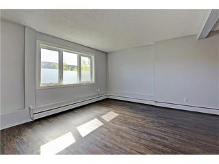 Photo 2: 109 3809 45 Street SW in Calgary: Glenbrook House for sale : MLS®# C4066213