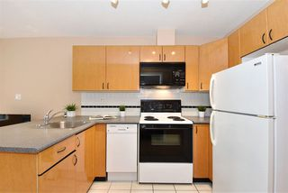 "Photo 8: 706 939 HOMER Street in Vancouver: Yaletown Condo for sale in ""Pinnacle"" (Vancouver West)  : MLS®# R2082268"
