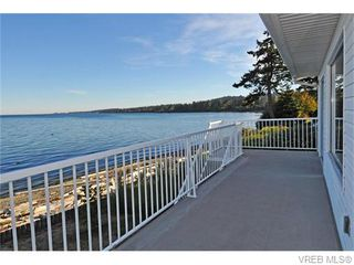 Photo 1: 9251 Lochside Dr in NORTH SAANICH: NS Bazan Bay House for sale (North Saanich)  : MLS®# 742673