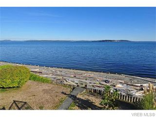 Photo 3: 9251 Lochside Dr in NORTH SAANICH: NS Bazan Bay House for sale (North Saanich)  : MLS®# 742673