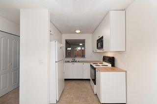 """Photo 5: 5 9320 128 Street in Surrey: Queen Mary Park Surrey Townhouse for sale in """"SURREY MEADOWS"""" : MLS®# R2120073"""