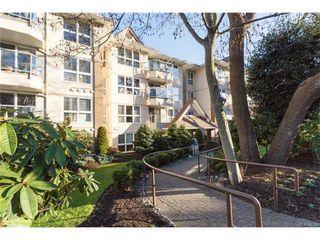 Photo 2: 402 1501 Richmond Ave in VICTORIA: Vi Jubilee Condo for sale (Victoria)  : MLS®# 748185