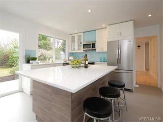 Photo 7: 2111 Kings Road in VICTORIA: OB Henderson Single Family Detached for sale (Oak Bay)  : MLS®# 374426