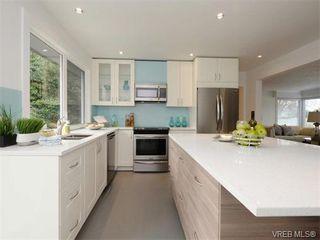 Photo 8: 2111 Kings Road in VICTORIA: OB Henderson Single Family Detached for sale (Oak Bay)  : MLS®# 374426