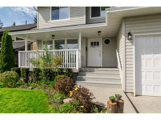 Photo 3: 18253 57A Avenue in Surrey: Cloverdale BC House for sale (Cloverdale)  : MLS®# R2163180