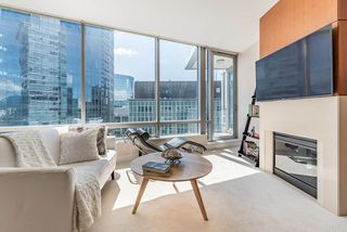 "Photo 6: 2706 1077 W CORDOVA Street in Vancouver: Coal Harbour Condo for sale in ""SHAW TOWER"" (Vancouver West)  : MLS®# R2173545"