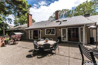 Photo 3: 620 Normanton Court in VICTORIA: Vi Fairfield East Single Family Detached for sale (Victoria)  : MLS®# 380205