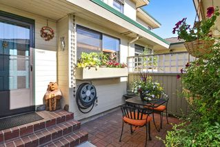 """Photo 2: 3 14223 18A Avenue in Surrey: Sunnyside Park Surrey Townhouse for sale in """"SUNHILL GARDENS"""" (South Surrey White Rock)  : MLS®# R2186905"""