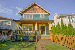 Photo 2: 635 E 10TH Avenue in Vancouver: Mount Pleasant VE House 1/2 Duplex for sale (Vancouver East)  : MLS®# R2205517
