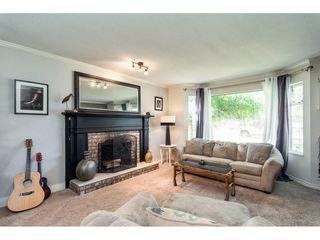 "Photo 3: 20953 94 Avenue in Langley: Walnut Grove House for sale in ""Heritage Circle ~Walnut Grove"" : MLS®# R2295004"