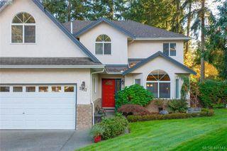 Photo 2: 2057 Reid Crt in SAANICHTON: CS Saanichton House for sale (Central Saanich)  : MLS®# 801318