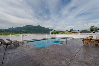 Photo 3: 47715 BALLAM Road in Chilliwack: Fairfield Island House for sale : MLS®# R2327778
